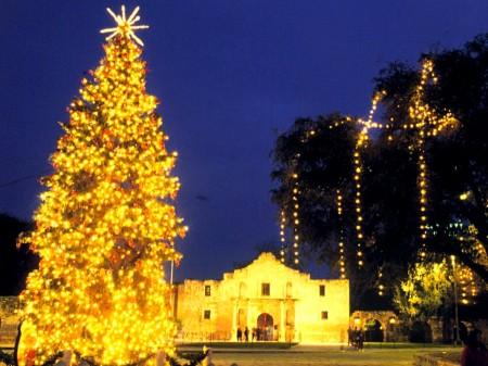 alamo-at-christmas